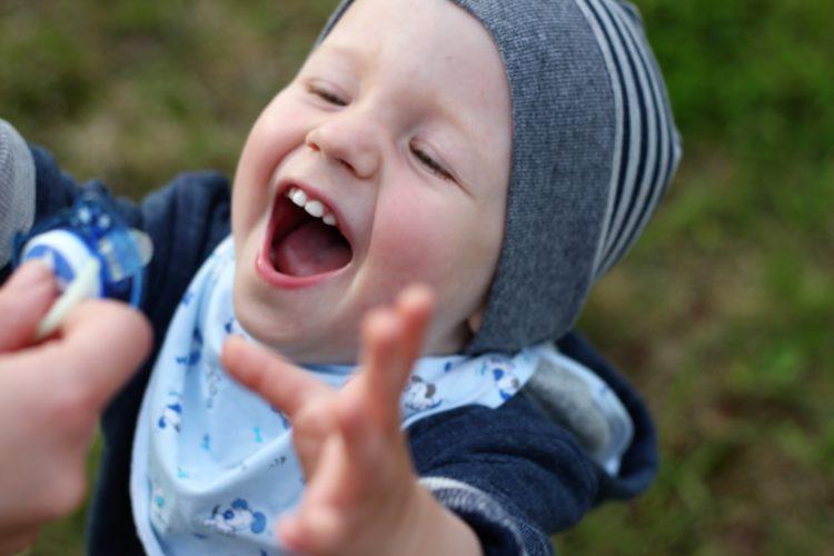 Noszenie dziecka i inne błędy młodych rodziców